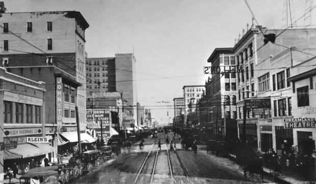 HISTORIC EARLY DAYS / OKLAHOMA CITY, OK / STREET SCENES:  Oklahoma City about 1910, looking down Main Street.  Published on 03/11/1923 in The Daily Oklahoman.