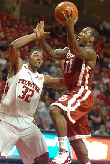 Oklahoma's Tommy Mason-Griffin drives against Texas Tech's Mike Singletary during the first half of an NCAA college basketball game Saturday, Jan. 23, 2010, in Lubbock, Texas. (AP Photo/Lubbock Avalanche-Journal, Zach Long) ORG XMIT: TXLUB103