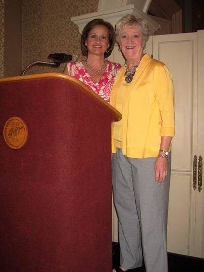 Debbie Minter and Polly Worthington were at the podium for the luncheon for Symphony Show House board members at the Oklahoma City Golf and Country Club. Jose Freed and Jeannette Sias were hostesses. (Photo by Helen Ford Wallace).