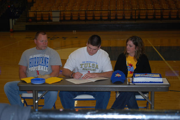Derrick Luetjen of Hennessey signs to play football at Tulsa.