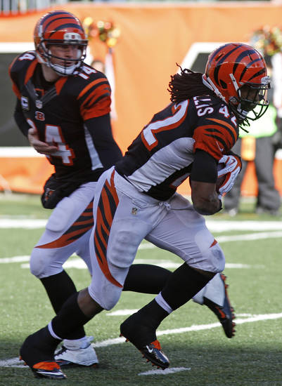 Cincinnati Bengals quarterback Andy Dalton (14) hands off to running back BenJarvus Green-Ellis (42) for a 1-yard touchdown run in the first half of an NFL football game against the Oakland Raiders, Sunday, Nov. 25, 2012, in Cincinnati. (AP Photo/David Kohl)