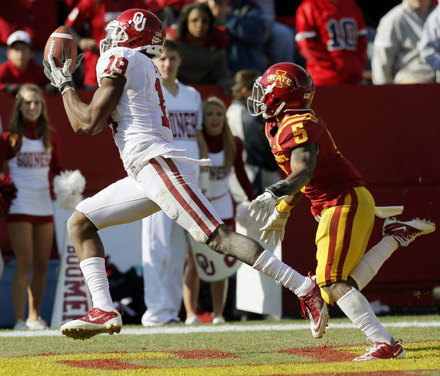 Oklahoma's Justin Brown (19) catches a touchdown pass in front of Iowa State's Jeremy Reeves (5) in the third quarter during a college football game between the University of Oklahoma (OU) and Iowa State University (ISU) at Jack Trice Stadium in Ames, Iowa, Saturday, Nov. 3, 2012. OU won, 35-20. Photo by Nate Billings, The Oklahoman
