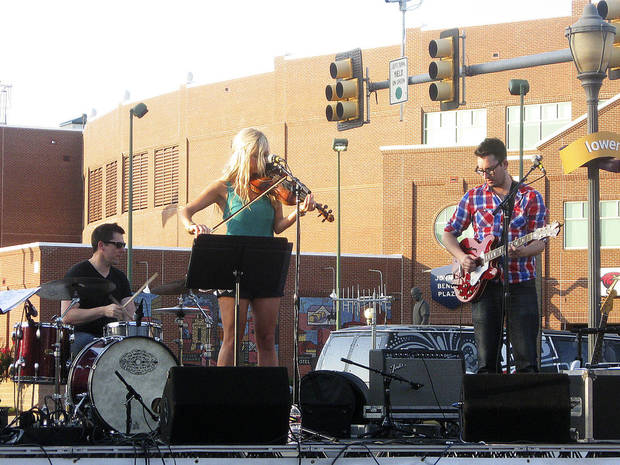 Cami Stinson and Matt Stansberry perform at Lower Bricktown Live. Photo by Steve Lackmeyer, The Oklahoman