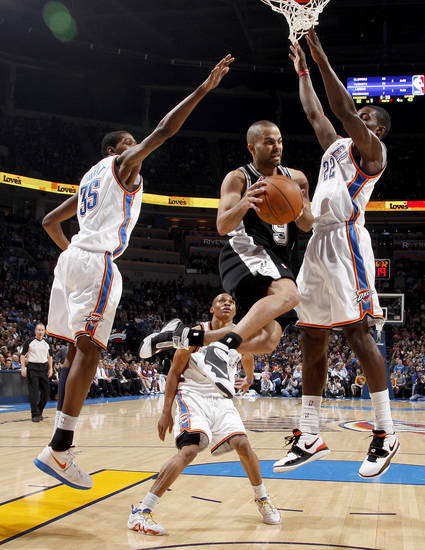 San Antonio&#039;s Tony Parker looks to pass between Oklahoma City&#039;s Kevin Durant, left, Russell Westbrook, and Jeff Green during the NBA basketball game between the Oklahoma City Thunder and the San Antonio Spurs at the Ford Center in Oklahoma City, Wednesday, January 13, 2010. Photo by Bryan Terry, The Oklahoman