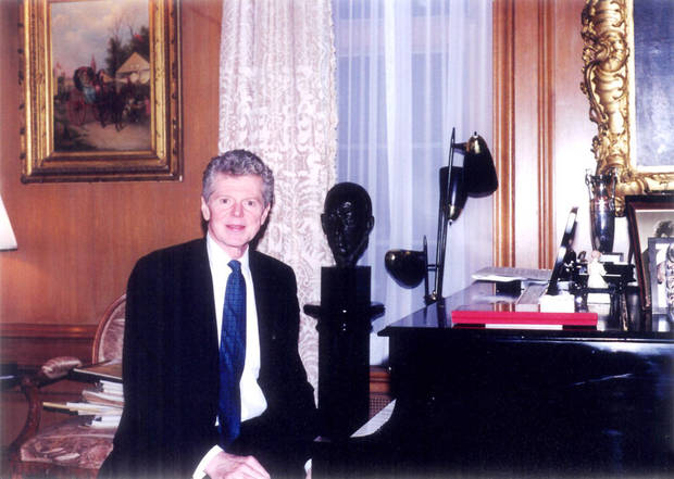 Van Cliburn is seated at the piano in his Fort Worth, Texas, home in this 1998 photo.  Photo by Rick Rogers, The Oklahoman Archives