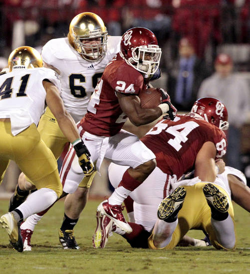 Oklahoma running back Brennan Clay (24) carries during the first half of the college football game between the University of Oklahoma Sooners (OU) and the Fighting Irish of Notre Dame (ND) at Gaylord Family-Oklahoma Memorial Stadium in Norman, Okla., on Saturday, Oct. 27, 2012. Photo by Steve Sisney, The Oklahoman