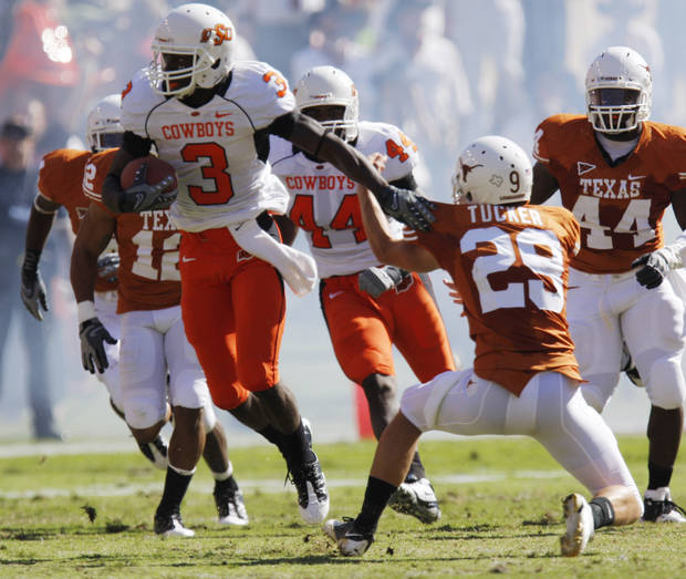 COLLEGE FOOTBALL / RETURN: Victor Johnson returns kick as Oklahoma State University (OSU) plays the University of Texas (UT) at Darrell K. Royal-Texas Memorial Stadium at Joe Jamail Field in Austin, Texas on Saturday October 25, 2008. By Doug Hoke, The Oklahoman  ORG XMIT: KOD