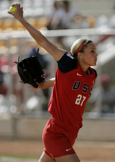 US' starter Jennie Finch pitches to the Dominican Republic at a Women's Softball World Championship game in Caracas, Monday June 28, 2010. US won 10-1. (AP Photo/Leonardo Ramirez)