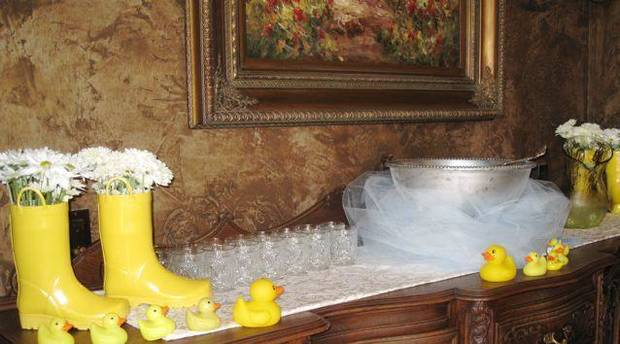 SIP AND SEE...More ducky decorations. (Photo by Helen Ford Wallace).