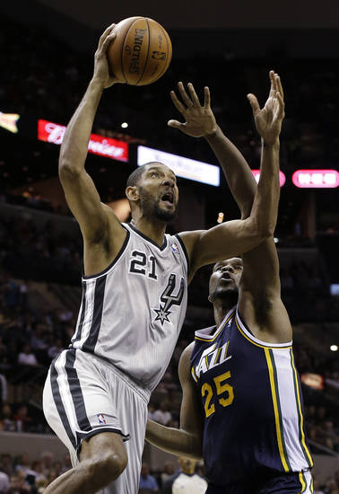   San Antonio Spurs&#039; Tim Duncan (21) shoots over Utah Jazz&#039; Al Jefferson (25) during the third quarter of an NBA basketball game, Saturday, Nov. 3, 2012, in San Antonio. (AP Photo/Eric Gay)  