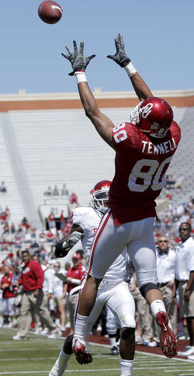 OU's Adron Tennell catches a touchdown pass in front of Brian Jackson during Oklahoma's Red-White football game at The Gaylord Family - Oklahoma Memorial Stadiumin Norman, Okla., Saturday, April 11, 2009. Photo by Bryan Terry, The Oklahoman