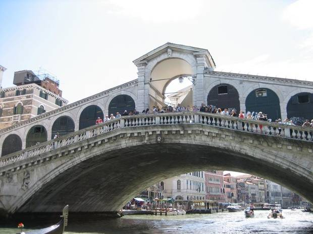 Shops line both sides of the Rialto Bridge over the Grand Canal in Venice.
