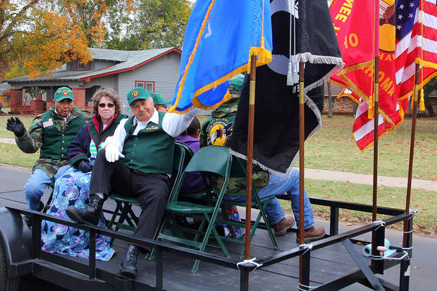 Members of the Li-Si-Wi-Nwi Absentee Shawnee Tribe Veterans Association during the Veterans Day parade in Norman Sunday. PHOTO BY HUGH SCOTT FOR THE OKLAHOMAN ORG XMIT: KOD
