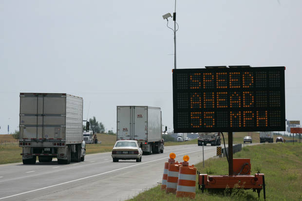 "6/3/04 El Reno. Oklahoma Department of Transportation is using ""Smart Zone"" signs to inform drivers of slow traffic in a construction zone in ElReno. The sign receives information from microwave sensors in the construction zone and relays that information to the sign.  Staff photo by Doug Hoke."