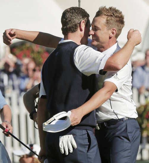Europe's Ian Poulter, right, congratulates Justin Rose after Rose defeated USA's Phil Mickelson in a singles match at the Ryder Cup PGA golf tournament Sunday, Sept. 30, 2012, at the Medinah Country Club in Medinah, Ill. (AP Photo/Charlie Riedel)  ORG XMIT: PGA168