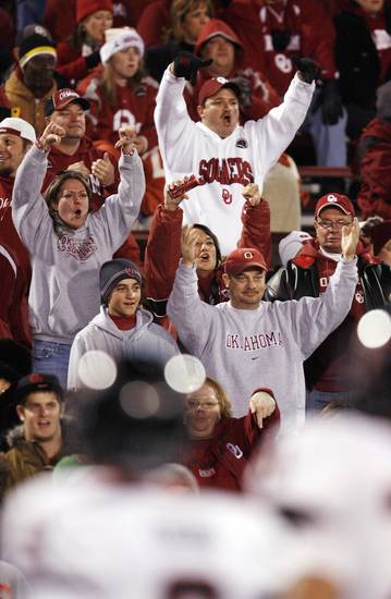OU fans boo as Texas Tech takes the field before the college football game between the University of Oklahoma Sooners and Texas Tech University at Gaylord Family -- Oklahoma Memorial Stadium in Norman, Okla., Saturday, Nov. 22, 2008. BY NATE BILLINGS, THE OKLAHOMAN