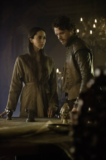 GAME OF THRONES episode 25 (season 3, episode 5): Oona Chaplin, Richard Madden. photo: Helen Sloan