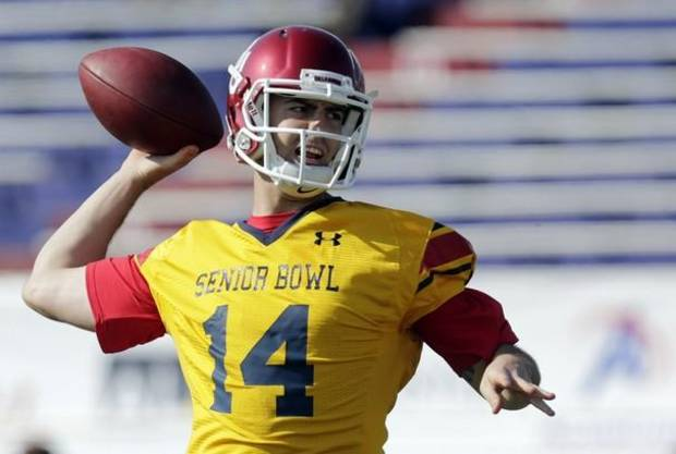 Landry Jones at a recent Senior Bowl practice / (AP Photo/Dave Martin)