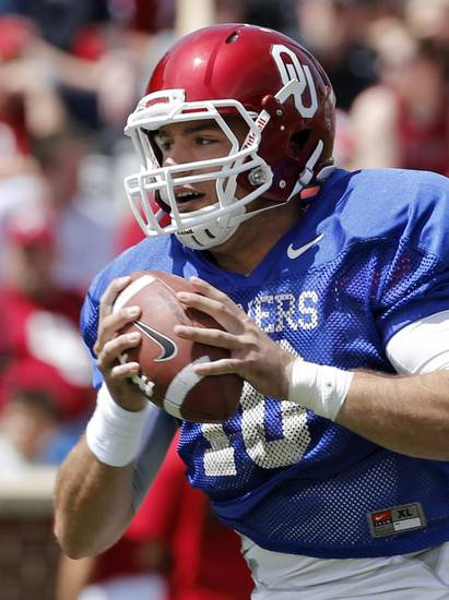 Quarterback Blake Bell looks for a receiver during the annual Spring Football Game at Gaylord Family-Oklahoma Memorial Stadium in Norman, Okla., on Saturday, April 13, 2013. Photo by Steve Sisney, The Oklahoman