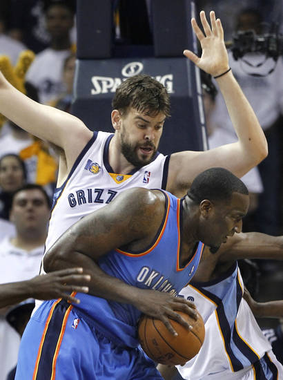 Oklahoma City Thunder center Kendrick Perkins, right, tries to get past Memphis Grizzlies center Marc Gasol, of Spain, during the first half of Game 4 of a second-round NBA basketball series, Monday, May 9, 2011, in Memphis, Tenn. (AP Photo/Wade Payne)