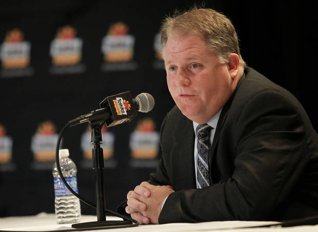 Oregon head coach Chip Kelly address the media, Wednesday, Jan. 2, 2013, in Scottsdale, Ariz. Oregon will face Kansas State Thursday in the Fiesta Bowl NCAA college football game. (AP Photo/Matt York)