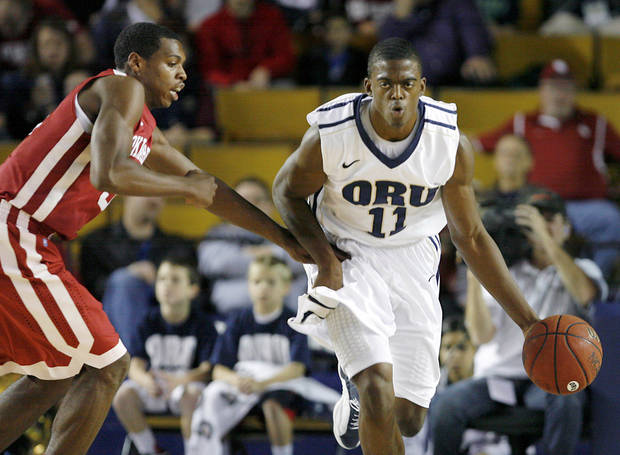 Oral Roberts&#039; Shawn Glover, right, dribbles downcourt under pressure from Oklahoma&#039;s Buddy Hield, left, during a basketball game at Oral Roberts University in Tulsa, Okla. on Wednesday, Nov. 28, 2012. (AP Photo/Tulsa World, Matt Barnard) ORG XMIT: OKTUL102