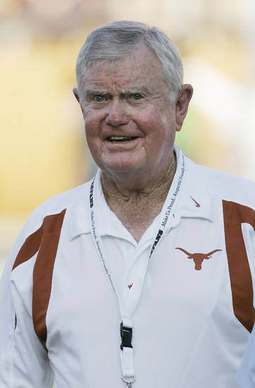 FILE - This Sept. 8, 2007 file photo shows former Texas coach Darrell Royal in Austin, Texas. The University of Texas says Royal, who won two national championships and a share of a third, has died. He was 88. UT spokesman Nick Voinis on Wednesday, Nov. 7, 2012 confirmed Royal&#039;s death in Austin. (AP Photo/Eric Gay, File) 