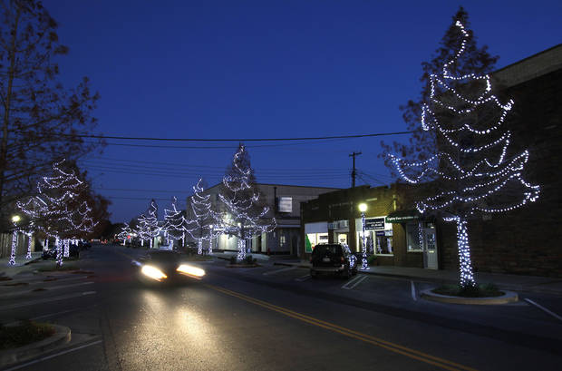 Edmond spent almost $43,000 to replace the city�s Christmas lights and have the decorations installed this holiday season. PHOTO BY DAVID MCDANIEL, THE OKLAHOMAN