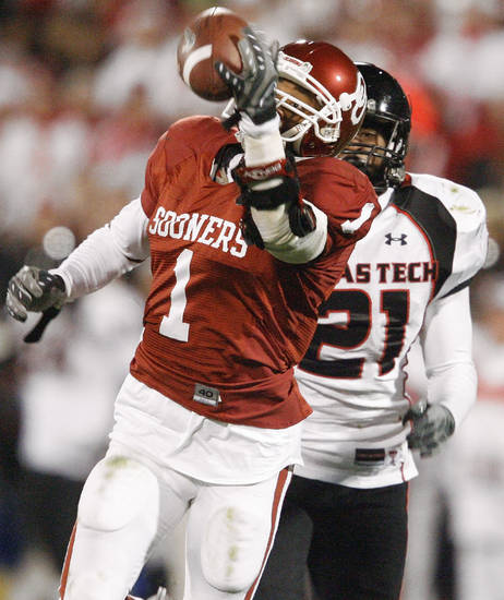 OU's Manuel Johnson catches a touchdown pass in front of L.A. Reed of Texas Tech during the college football game between the University of Oklahoma Sooners and Texas Tech University at Gaylord Family -- Oklahoma Memorial Stadium in Norman, Okla., Saturday, Nov. 22, 2008. BY BRYAN TERRY, THE OKLAHOMAN
