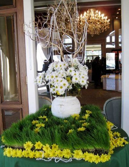 GIRL SCOUT LUNCHEON....A large arrangement with pearls and daisies greeted luncheon guests as they came in the front door of the Oklahoma City Golf and Country Club. (Photo by Helen Ford Wallace).