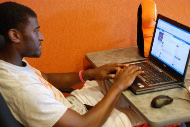 Oklahoma State receiver Justin Blackmon participates in a live chat with fans. PHOTO COURTESY OSU SPORTS INFORMATION <strong></strong>