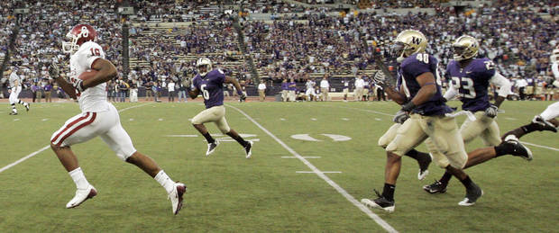 OU's Jermaine Gresham (18) leavesd behind the UW defense on a touchdown reception in the third quarter during the college football game between Oklahoma and Washington at Husky Stadium in Seattle, Wash., Saturday, September 13, 2008. OU beat UW, 55-14. BY NATE BILLINGS, THE OKLAHOMAN