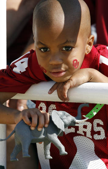 Dangelo Burns, 4, from Fort Worth waits for the start of the college football game between Oklahoma (OU) and Baylor University at Floyd Casey Stadium in Waco, Texas, Saturday, October 4, 2008.   BY STEVE SISNEY, THE OKLAHOMAN