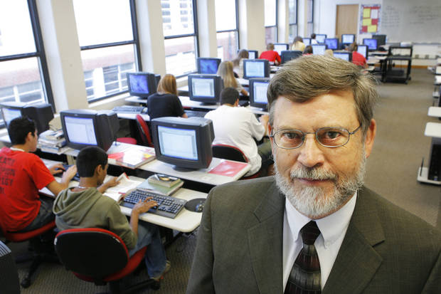 Former Pauls Valley School Superintendent Bobby Russell in 2007. BY DAVID MCDANIEL, THE OKLAHOMAN