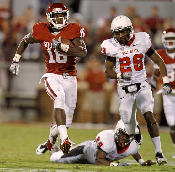 Oklahoma's Jaz Reynolds (16) runs past Ball State's Andre Dawson (28) after a cathc during the college football game between the University of Oklahoma Sooners (OU) and the Ball State Cardinals at Gaylord Family-Memorial Stadium on Saturday, Oct. 01, 2011, in Norman, Okla. Photo by Bryan Terry, The Oklahoman