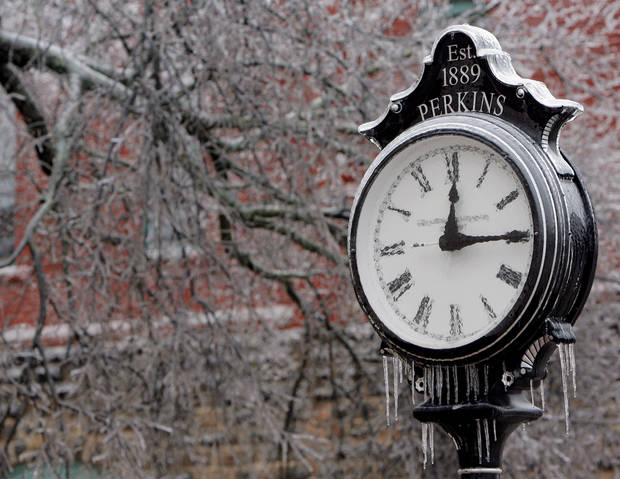 WINTER / COLD / WEATHER / ICE STORM: An ice-covered clock in downtown Perkins during a winter storm, in Perkins, Okla., Monday, December 10, 2007. By Matt Strasen, The Oklahoman ORG XMIT: KOD