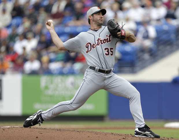Detroit Tigers pitcher Justin Verlander throws a pitch against the New York Mets during the second inning of an exhibition spring training baseball game, Friday, March 1, 2013, in Port St. Lucie, Fla.  (AP Photo/Julio Cortez)