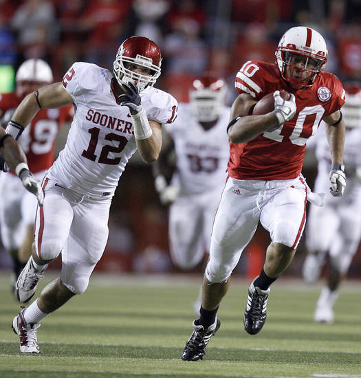 Nebraska's Roy Helu Jr. rushes up field as OU's Austin Box (12) chases him down during the first half of the college football game between the University of Oklahoma Sooners (OU) and the University of Nebraska Cornhuskers (NU) on Saturday, Nov. 7, 2009, in Lincoln, Neb. Photo by Sarah Phipps, The Oklahoman