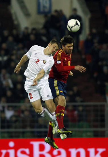 Spain's Xabi Alonso, right, vies for the ball with Belarus' Stanislav Dragun during a World Cup 2014 Group qualification soccer match in Minsk, Belarus, on Friday, Oct. 12, 2012.(AP Photo/Sergei Grits)