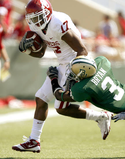 OU's Mossis Madu fights off Baylor's Antareis Bryan in the second half of the college football game between Oklahoma (OU) and Baylor University at Floyd Casey Stadium in Waco, Texas, Saturday, October 4, 2008.   BY BRYAN TERRY, THE OKLAHOMAN