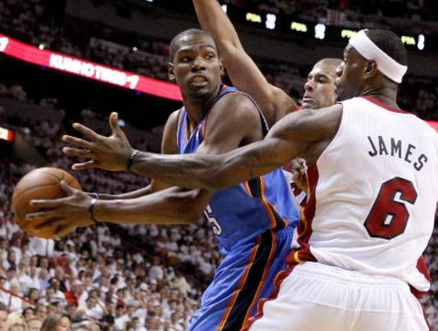 Thunder forward Kevin Durant, left, looks to pass in Game 4 of the NBA Finals against Shane Battier, center, and LeBron James in Miami. (Photo by Bryan Terry, The Oklahoman)