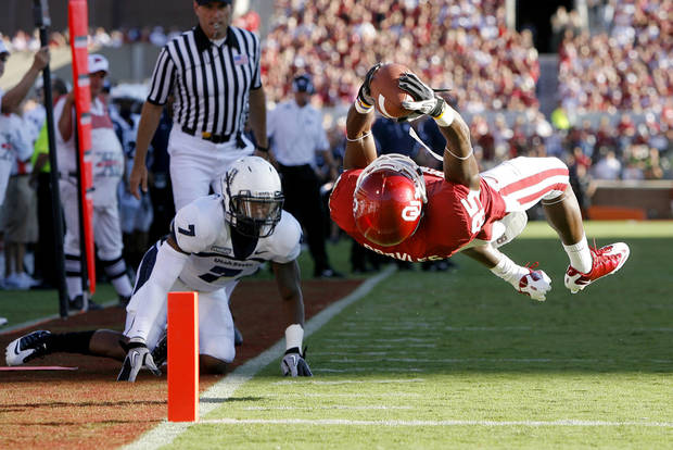 OU's Ryan Broyles scores a touchdown in front of Utah State's Chris Randle during the first half of the college football game between the University of Oklahoma Sooners (OU) and Utah State University Aggies (USU) at the Gaylord Family-Oklahoma Memorial Stadium on Saturday, Sept. 4, 2010, in Norman, Okla.   Photo by Bryan Terry, The Oklahoman