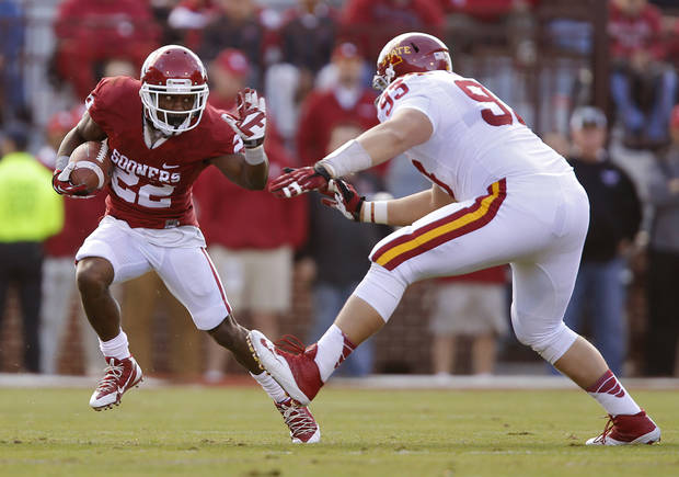Combined with Brennan Clay, Roy Finch (22) has had a productive career with the Sooners. Photo by Chris Landsberger, The Oklahoman