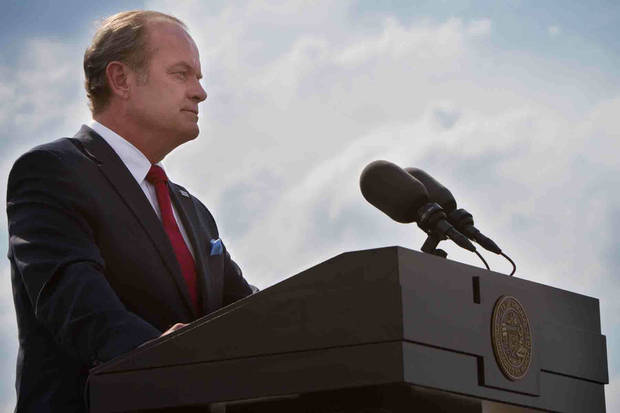 "Kelsey Grammer stars in ""Boss"" - Starz Photo"