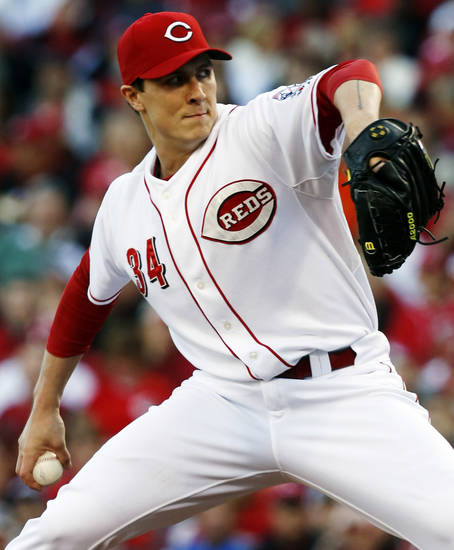 Cincinnati Reds starting pitcher Homer Bailey throws against the San Francisco Giants in the third inning during Game 3 of the National League division baseball series, Tuesday, Oct. 9, 2012, in Cincinnati. (AP Photo/David Kohl)