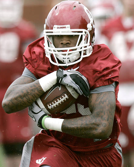 Brandon Williams takes a handoff downfield during the first day of spring practice at the University of Oklahoma in Norman on Monday, March 21, 2011. Photo by John Clanton, The Oklahoman