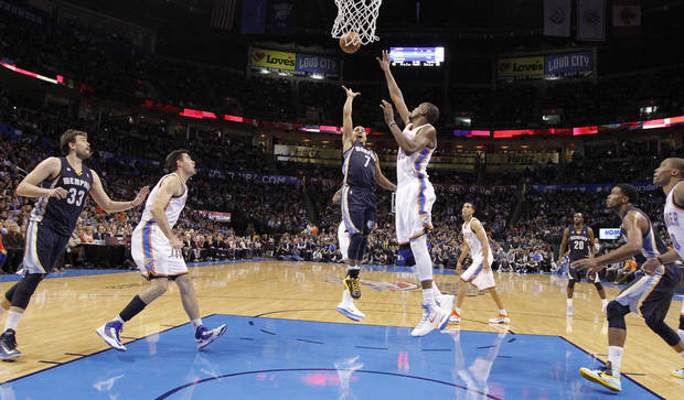 Memphis&#039; Jerryd Bayless (7) shoots the ball over Oklahoma City&#039;s Kevin Durant (35) during the NBA basketball game between the Oklahoma City Thunder and the Memphis Grizzlies at Chesapeake Energy Arena on Wednesday, Nov. 14, 2012, in Oklahoma City, Okla.   Photo by Chris Landsberger, The Oklahoman