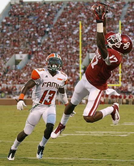 Trey Metoyer catches the first touchdown pass of his OU career in the second quarter of Saturday's 69-13 win over Florida A&amp;M. PHOTO BY BRYAN TERRY, THE OKLAHOMAN