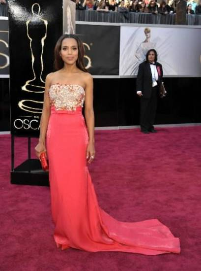 Kerry Washington walks the Oscars red carpet. (AP)