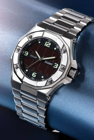 Stauer Helios Solar Watch ($179) is a timepiece for environmentally-conscious, gadget-loving dads. The Stauer Helios is powered by sunlight and never needs batteries. http://www.stauer.com/item/Stauer-Solar-Watch/21454/.  (PRNewsFoto/Stauer)